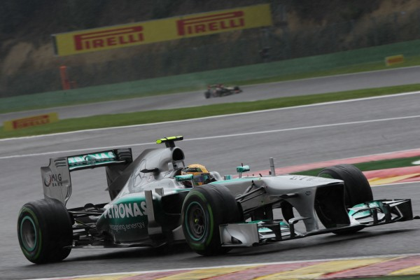 F1 2013 BELGIQUE MERCEDES HAMILTON EN POLE Photo PIRELLI