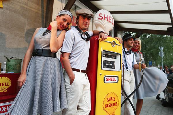 F1-SHELL-GP-BELGIQUE-2013-les-pompistes-de-FERRARI-