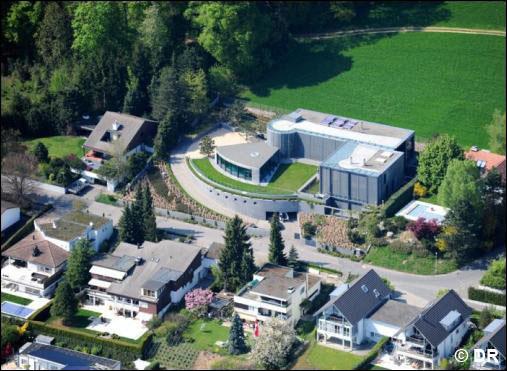 KIMI-RAIKKONEN-sa-villa-Suisse-VILLA-BUTTERFLY