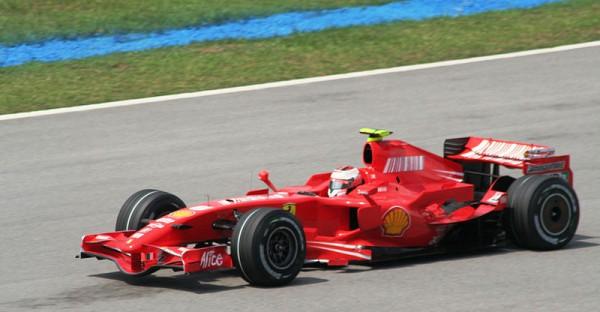 Kimi-Raikkonen au volant de la FERRARI -en-2007-au-GP-de-Malaysie