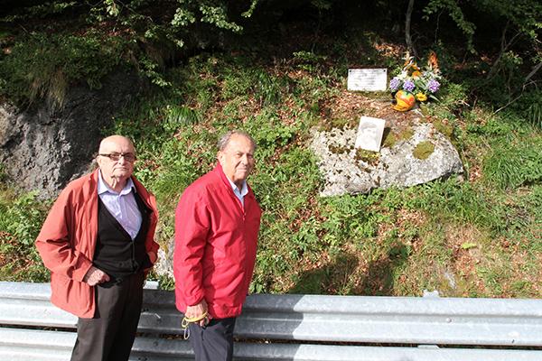MONT DORE Plaque en souvenir de Daniel ROUVEYRAN avec le Docteur Yves AURIACOMBE et Jean Claude ROUVEYRAN - Photo Gilles VITRY.
