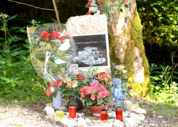 MONTAGNE 2013 - ST URSANNE LES RANGIERS - la stéle de LIONEL REGAL - photo Claude MOLINIER.
