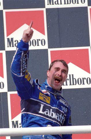 Nigel-MANSELL-Podium-1992-Budapest-Champion-du-Monde-©-Manfred-GIET