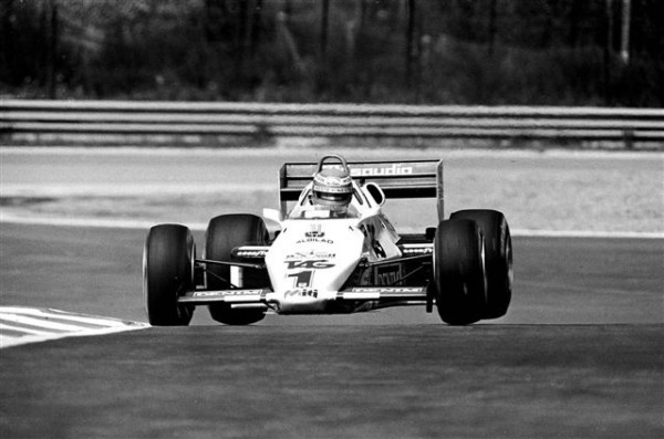 SPA-Action-spectaculaire-de-Keke-Rosberg-dans-le-Raidillon-en-1983-©-Manfred-GIET