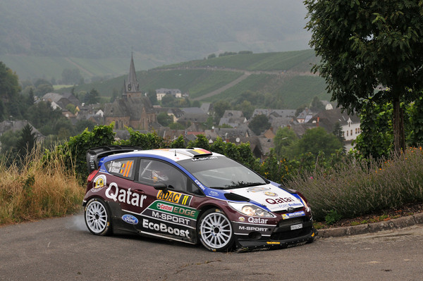 WRC-2013-ALLEMAGNE-La-FORD-FIESTA-RS-de-Thierry-NEUVILLE-Photo-Jo-LILLINI.