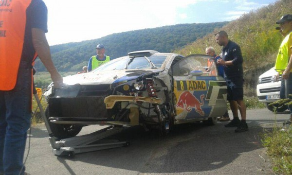 WRC-2013-ALLEMAGNE-OGIER-POLO-apres-sortie-de-route