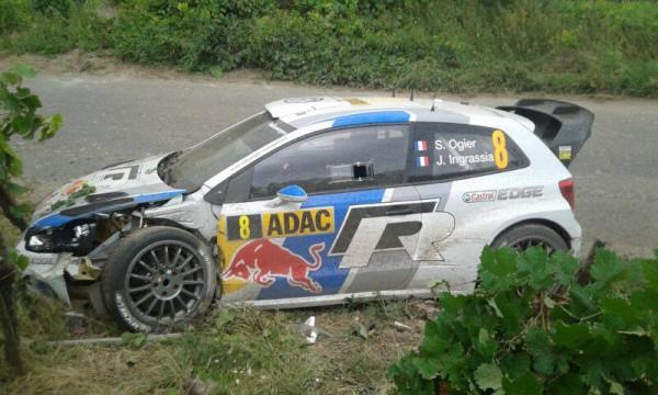 WRC-2013-ALLEMAGNE-POLO-SEB-OGIER-APRES-sortie-de-route-vendredi-23-aout.