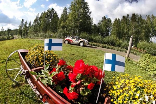 WRC-2013-FINLANDE-La-DS3-CITROEN-DE-HIRVONEN