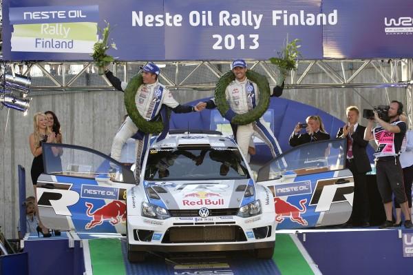 WRC-2013-FINLANDE-Podium-et-1ére-place-pour-la-POLO-VW-de-Seb-OGIER
