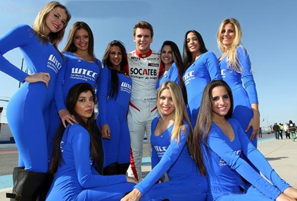 WTCC-2013-ARGENTINE-HUGO-VALENTE-et-les-GRID-GIRLS