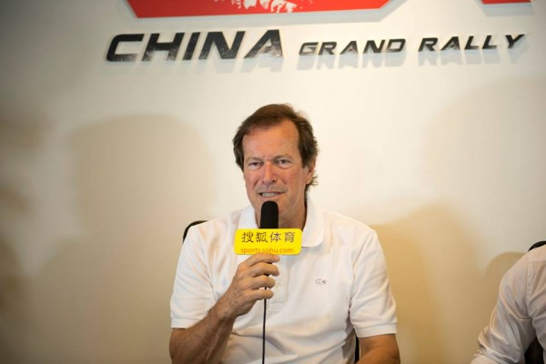 CHINA-GRAN-RALLY-la-conférence-avant-depart-du-directeur-de-course-Hubert-AURIOL