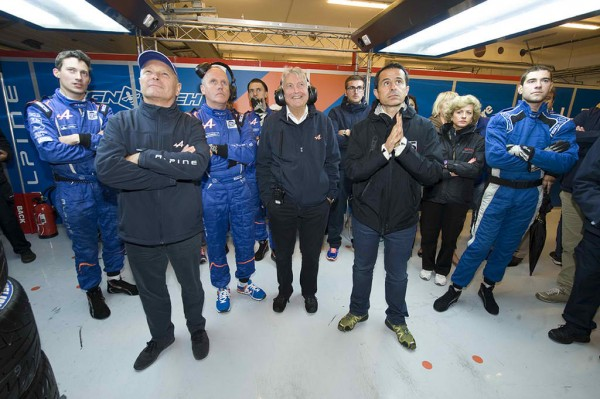 ELMS-2013-Team-ALPINE-SIGNATECH-AMBIANCE-dans-le-stand