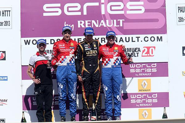 EUROCUP FORMULE RENAULT 2013 PAUL RICARD - Podium course 2 le 29 septembre - OCON 1er DENNIS 2eme et ROWLAND 3eme - photo Gilles VITRY.