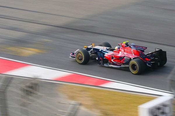 F1-2008-SEB-VETTEL-1er-a-MONZA-avec-sa-TORO-ROSSO-photo-Team
