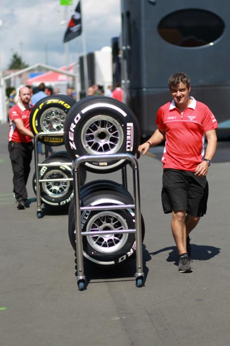 F1-2013-HUNGARORING-Le-P-Zero-Blanc-Medium-et-le-P-Zero-Jaune-Tendre-mélanges-désignés-ce-weekend-en-Hongrie-Photo-PIRELLI
