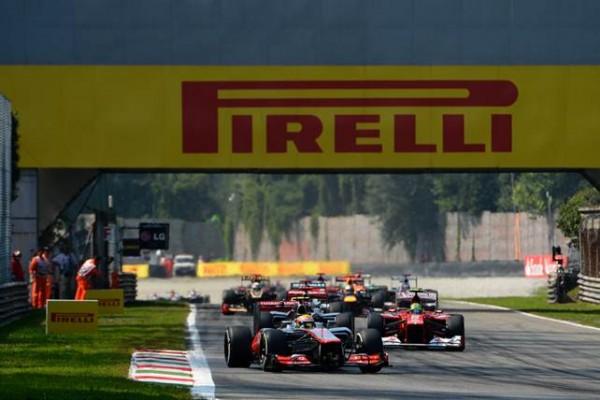 1-2013-Le-premier-tour-du-GP-d'Italie-2012-remporté-par-Lewis-Hamilton-McLaren-PHOTO-PIRELLI