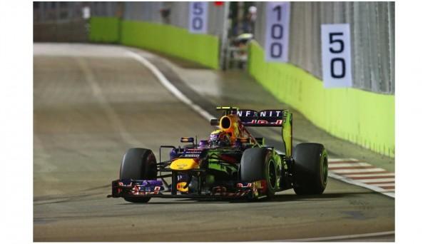F1-2013-SINGAPOUR-RED-BULL-RENAULT-MARK-WEBBER