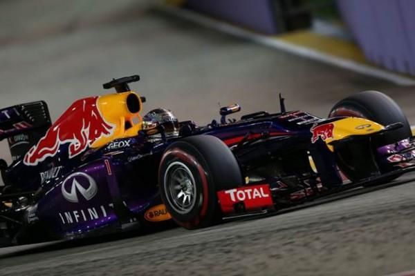 F1-2013-SINGAPOUR-RED-BULL-RENAULT-SEBASTIEN-VETTEL-photo-PIRELLI