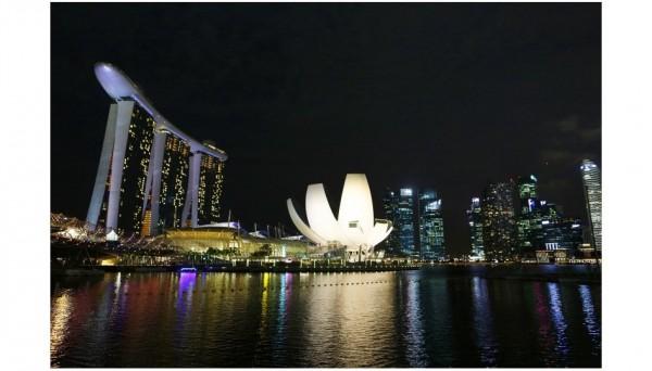 http://www.autonewsinfo.com/2013/09/21/f1-a-singapour-41eme-pole-pour-vettel-grosjean-brillant-3eme