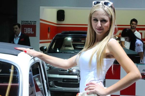 Francfort-2013-Abarth-pas-de-nouveauté-mais-de-jolies-pilotes-féminines-Photo-Patrick-Martinoli