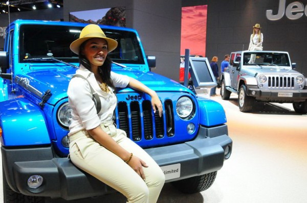 Francfort-2013-Lattrait-de-laventure-Jeep-girl-3-Photo-Patrick-Martinoli.