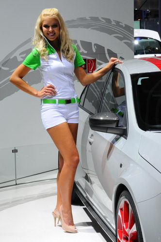 Francfort-2013-Skoda-girl-un-peu-seule-Photo-Patrick-MARTINOLI