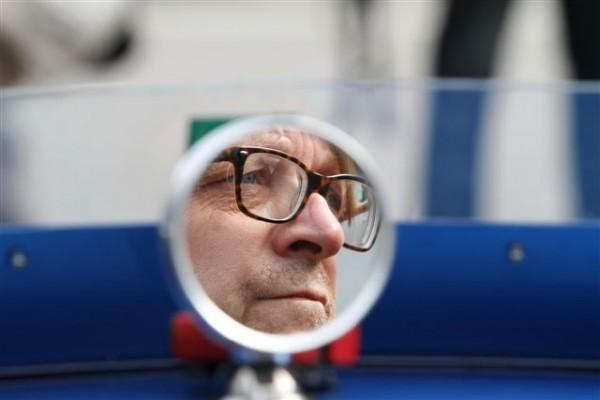 Guy-Verhofstadt-regard-dans-le-rétro-©-Manfred-GIET