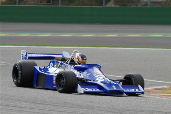 La-Hesketh-308-Ex-James-HUNT-victorieuse-en-FIA-F-1-Masters-©-Manfred-GIET