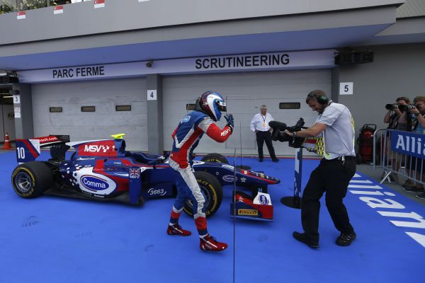 GP2-2013-SINGAPOUR-JOLYON-PALMER-Victorieux-premiere-course
