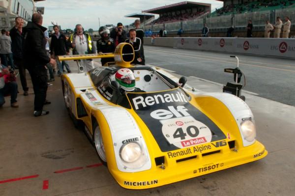 Le-Mans-Classic-2012-Carlos-Antunes-Tavares-au-volant-de-la-Renault-Alpine-A442-Photo-michel-Picard-Autonewsinfo