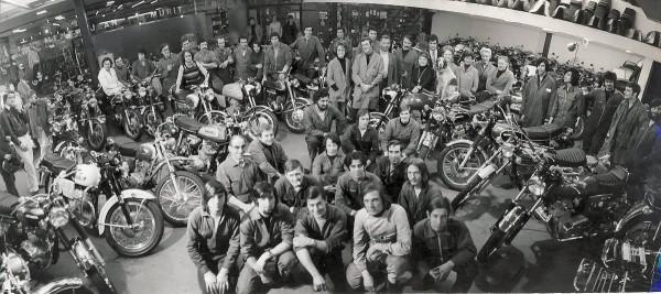 MURIT-Célèbre-photo-prise-rue-Lacordaire-dans-le-XVe-pour-les-30-ans-des-Ets-Murit.