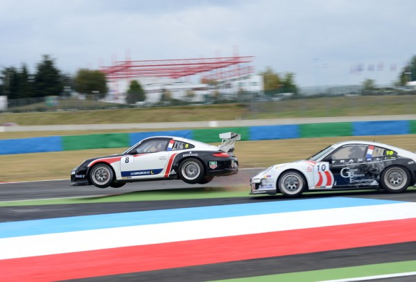PORSCHE-CUP-2013-MAGNY-COURS-Le-duel-OLIVIER-LOMBARD-ROMAIN-MONTI-2-photo-Claude-MOLINIER