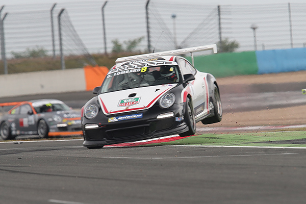 PORSCHE-CUP-2013-MAGNY-COURS-Olivier-LOMBARD-saut-arrivee-seconde-course-Photo-Gilles-VITRY.