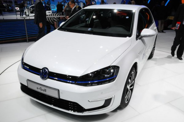 SALON-DE-FRANCFORT-2013-Plus-polyvalente-la-Volkswagen-e-Golf-Photo-Patrick-Martinoli