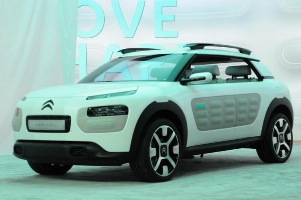 SALON-DE-FRANCFORT-2013-on-retrouve-à-lavant-de-la-Citroën-Cactus-une-position-des-phares-similaires-aux-nouveaux-C4-Picasso-comme-une-nouvelle-identité-de-la-gamme-C-Photo-Patrick-Martinoli
