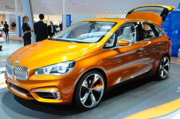 SALON-Frankfort-2013-nouvelle-déclinaison-du-concept-car-de-monospace-BMW-doté-de-porte-vélos-embarqués-dans-le-coffre-Photo-Patrick-Martinoli.
