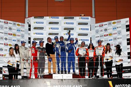 VDEV-2013-MOTORLAND-Le-podium-des-12-Heures