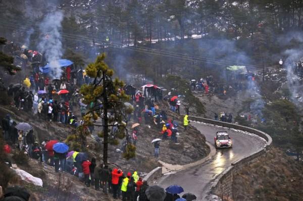 WRC-2013-MONTE-CARLO-la-foule-dans-les-speciales-LOEB-passe-Photo-Jo-LILLIN