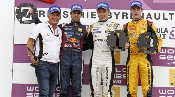 WSR-2013-PAUL-RICARD-2013-Podium-course-1-MAGNUSSEN-vainqueur-devant-da-COSTA-et-VANDOORNE-Photo-Gilles-VITRY.