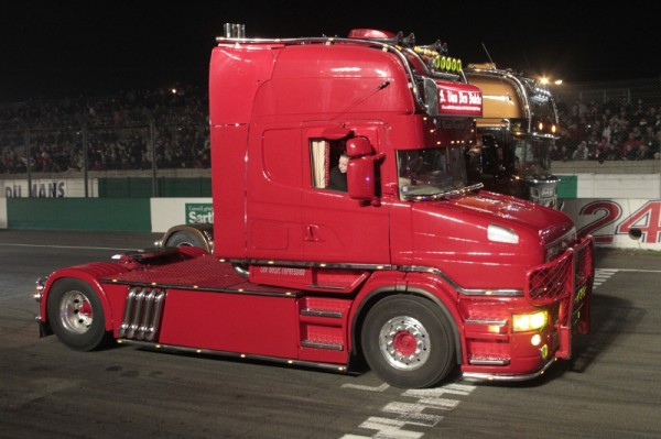 24-HEURES-DU-MANS-CAMIONS-Le-Defile-Photo-de-Thierry-COULIBALY