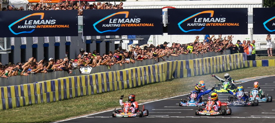 24-HEURES-DU-MANS-KARTING-2013-Arrivee-des-Karts-SARTHE-RTKF