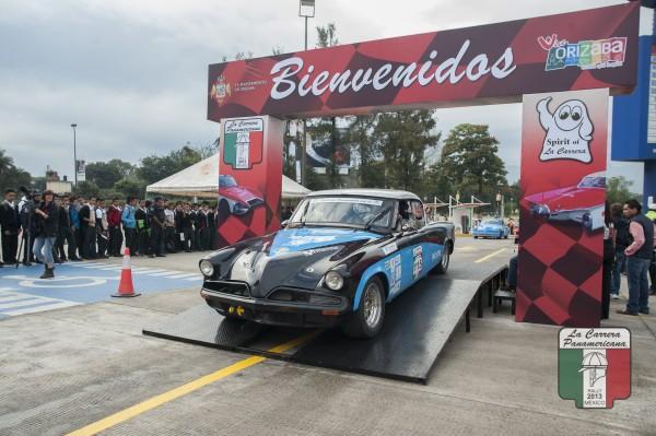 CARRERA-PANAMERICANA-2013-Depart-etape-OAXACA-MEXICO-pour-la-STUDEBAKER-DE-DAMIRON.