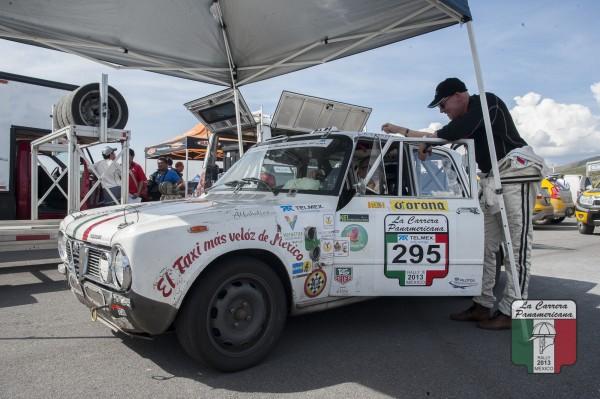 CARRERA PANAMERICANA 2013 - Le Taxi le plus rapide du mexique et comme précisé sur son aile avant