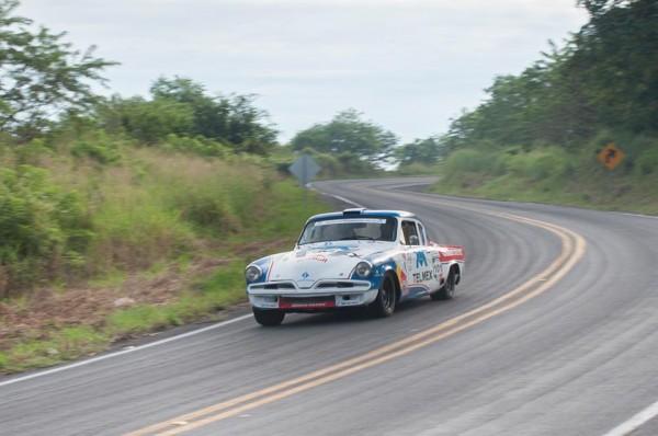 CARRERA-PANAMERICANA-2013-Une-des-STUDEBAKER