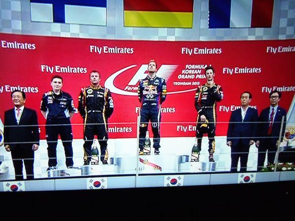 F1-2013-COREE-Podium-avec-VETTEL-RAIKKONEN-et-GROSJEAN.
