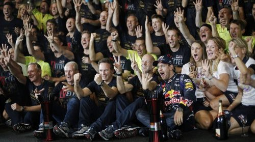 F1-2013-GP-INDE-VETTEL-ET-RED-BULL-CHAMPIONS-DU-MONDE
