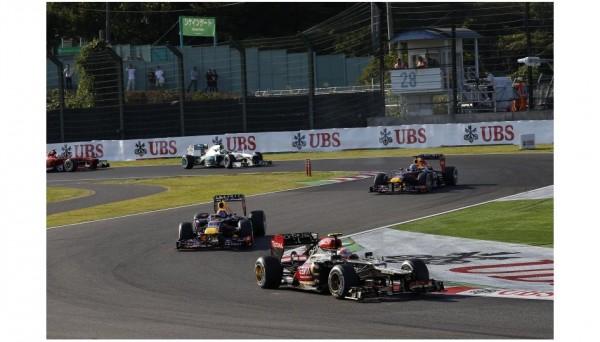 F1-2013-SUZUKA-ROMAIN-GROSJEAN-DEBORDE-MARK-WEBBER-et-SEB-VETTEL