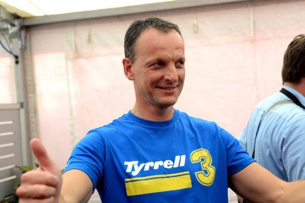GT TOUR 2013 PAUL RICARD - JEROME POLICAND avec le tee shirt DU TEMPS OU IL EST TOMBE AMOUREUX DE LA COURSE AUTOMOBILE - photro Claude MOLINIER