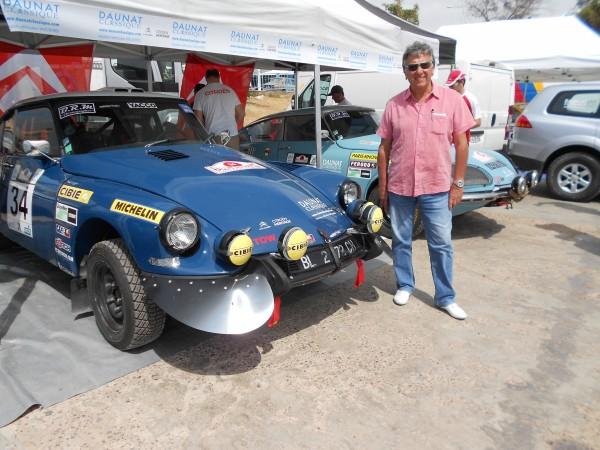 MAROC HISTORIQUE 2013 Christian VELLA pose ce dimanche 12 Mai a AGADIR devant une DS CITROEN qu'il a vu courir le Rallye du MAROC autrefois - photo autonewsinfo.