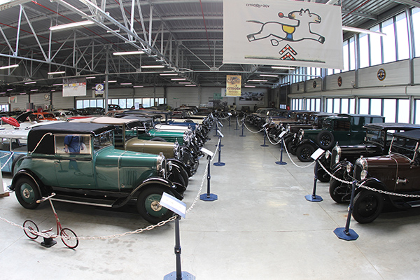 MUSEE-CITROEN-les-MODELES-DES-ANNEES-30-Photo-Gilles-VITRY